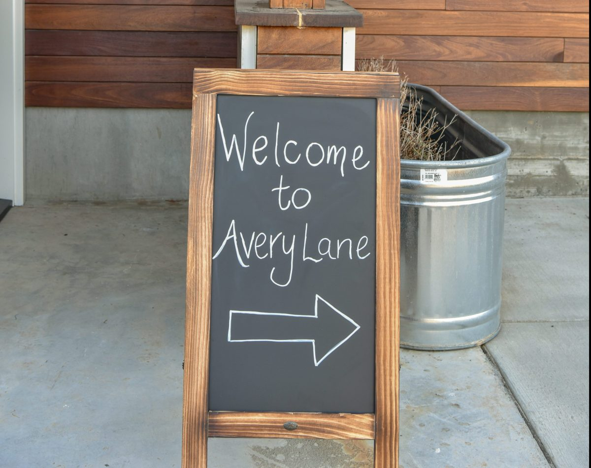 Avery Lane welcome sign